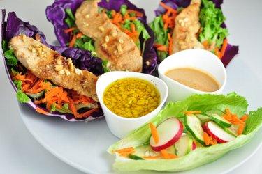 Zöldséges csirkés wrap kétféle szósszal