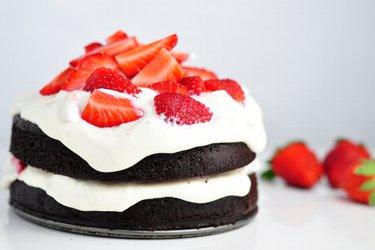 Egészséges Lisztmentes Kakaós Sütemény Epres-Túrós Krémmel
