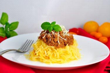 """Tök """"spagetti"""" darált pulykahússal, paradicsommártásban"""