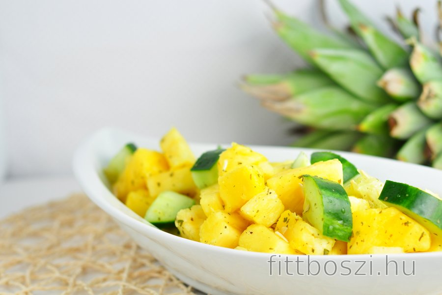 Frissítő ananász-uborka saláta