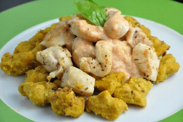 Sütőtökös Gnocchi Csirkével és Sajtszósszal