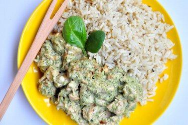 Fitness pirított csirkemell brokkolis kéksajtos mártással