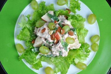 Tonhalas Zöldséges-Gyümölcsös Saláta