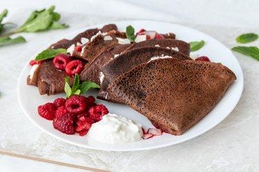 Tönköly csokoládés palacsinta ricottával és forró málnával