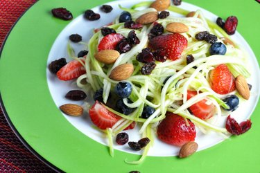 Könnyű Cukkinis Gyümölcssaláta Lime Öntettel